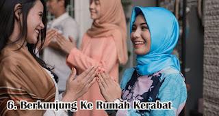 Berkunjung Ke Rumah Kerabat merupakan salah satu fakta unik dan menarik lebaran di Indonesia