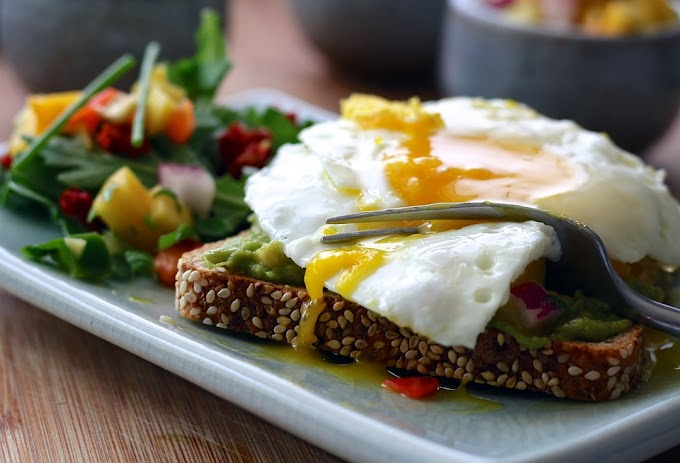 Tosta de huevo y guacamole
