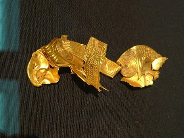 Após pedir ajuda aos espíritos, homem descobre o maior tesouro anglo-saxão da história!