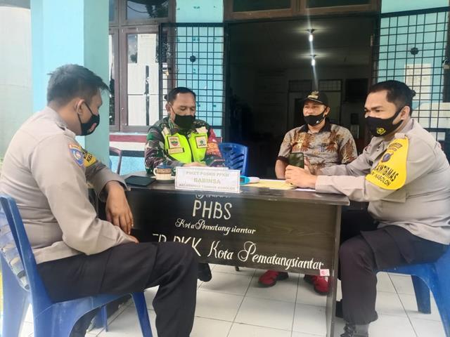 Bersama Dengan Dinas Terkait, Personel jajaran Kodim 0207/Simalungun Laksanakan Komsos