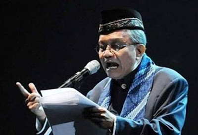 Taufik Ismail ialah seorang penyair dan sastrawan Indonesia terkenal Biografi Taufik Ismail Tokoh Sastrawan Indonesia dengan Karya Puisi Terkenal