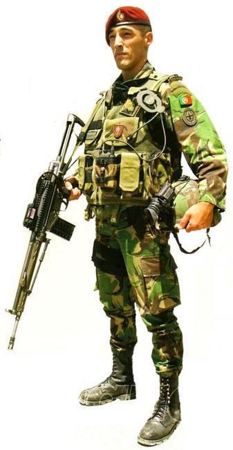 lutar como infantaria de assalto   tropas de choque   providenciar altos  comandos políticos e militares com capacidade para ... be65d79c391