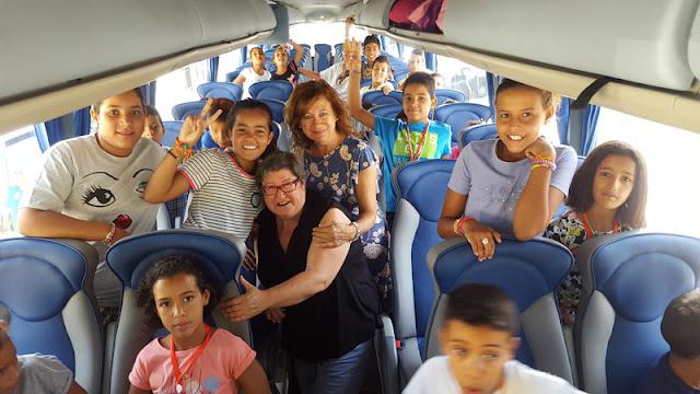 Alcaldesa de Esquivias y presidenta de la asociación en el Autobus, momentos antes de la partida