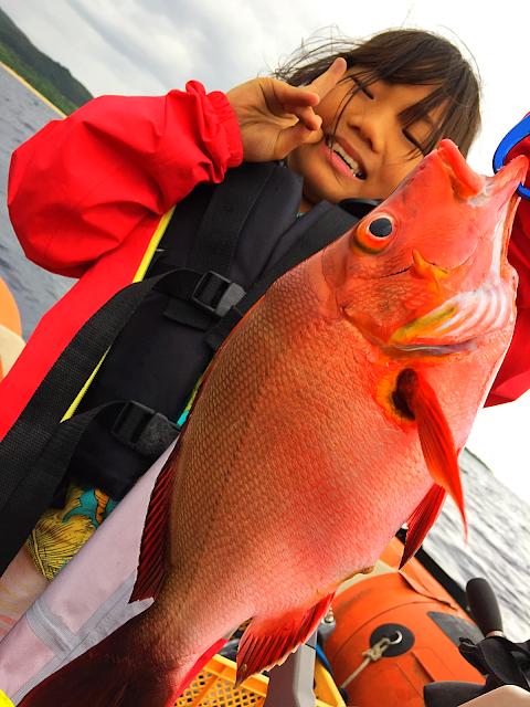 西表島ヨットクルーズツアー・西表島旅行でおすすめのカタマランヨットでパナリ島シュノーケルツアー、ケンガイドがおすすめするパナリ島ヨットクルーズ&カヌー・SUP秘境の滝巡り・女子旅行・家族旅行・学生旅行アクティビティツアーで南国を満喫しよう。