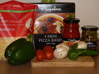 Ingredients to make a Napolina pizza
