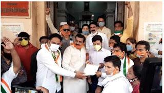 """इंदौर शहर कांग्रेस कमेटी द्वारा विरोध स्वरूप """"साइकिल यात्रा"""" निकाल कर प्रदर्शन किया व ज्ञापन सौंपा"""