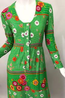 красно-зелёно-оранжевое платье