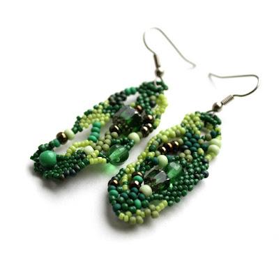 купить необычные серьги к зеленым глазам украшение из бисера