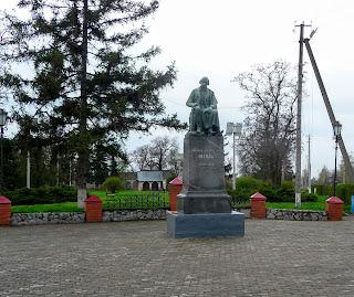 Великие Сорочинцы. Памятник Н. В. Гоголю