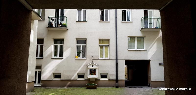 Warszawa Warsaw kamienica kamienice architektura architecture wola podwórko kapliczka
