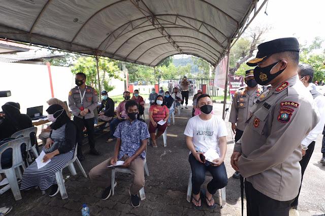 Kapolda Kepri Tinjau Pelaksanan Gerai Vaksinasi di Polsek Wilayah Kota Batam