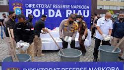 Kapolda Riau Release Penangkapan Narkoba Jenis Cair Dan Musnahkan 20 KH Sabu