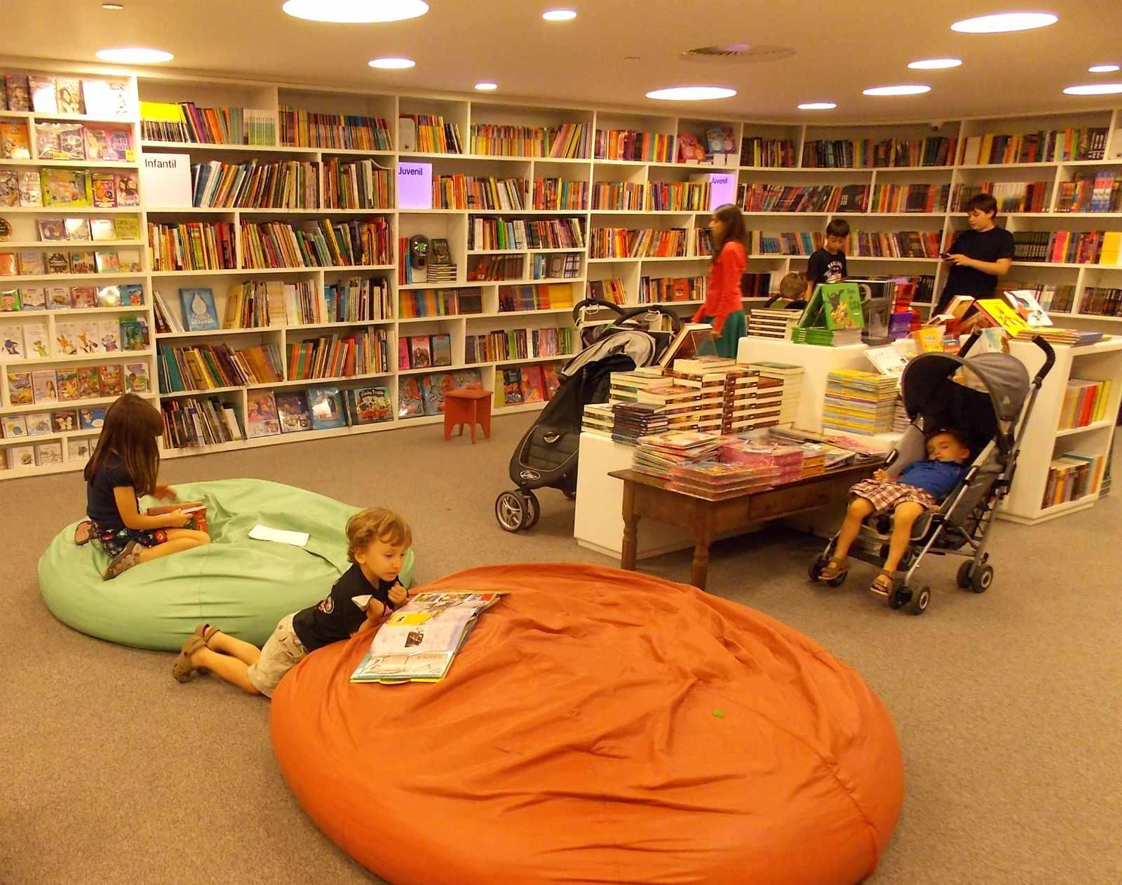 Um roteiro em São Paulo com 5 livrarias que as crianças vão se divertir