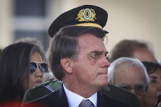 Cúpula militar avalia colocar cargos à disposição de Bolsonaro