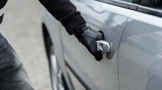 Járókelők találták meg a kazári autóból ellopott tárcát