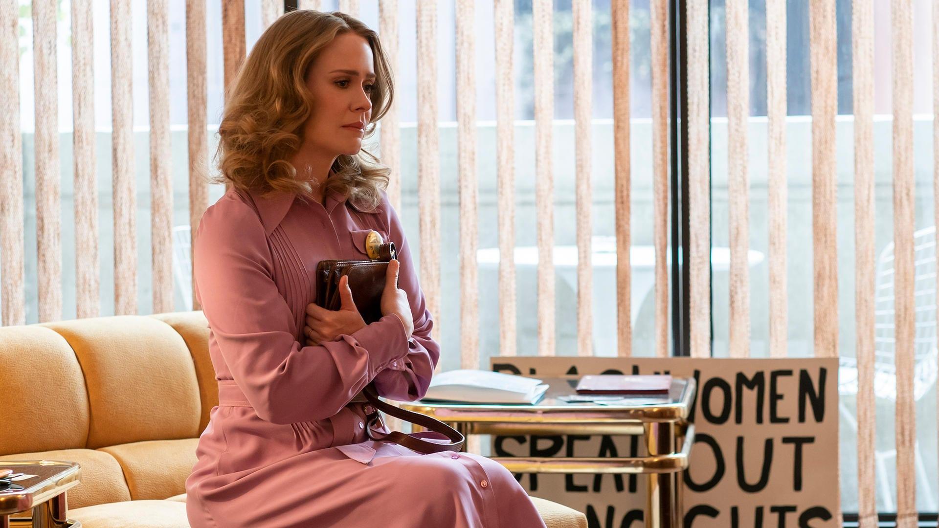 Escena del episodio 8 de 'Mrs. America'