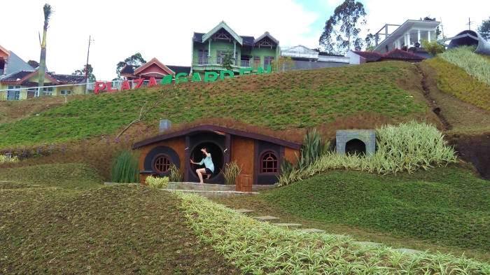 Tahun Baru Mau Ke Mana? Kunjungi Desa Hobbit di Malang Aja Yuk!