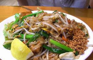 Spicy Chicken Pad Thai Noodles