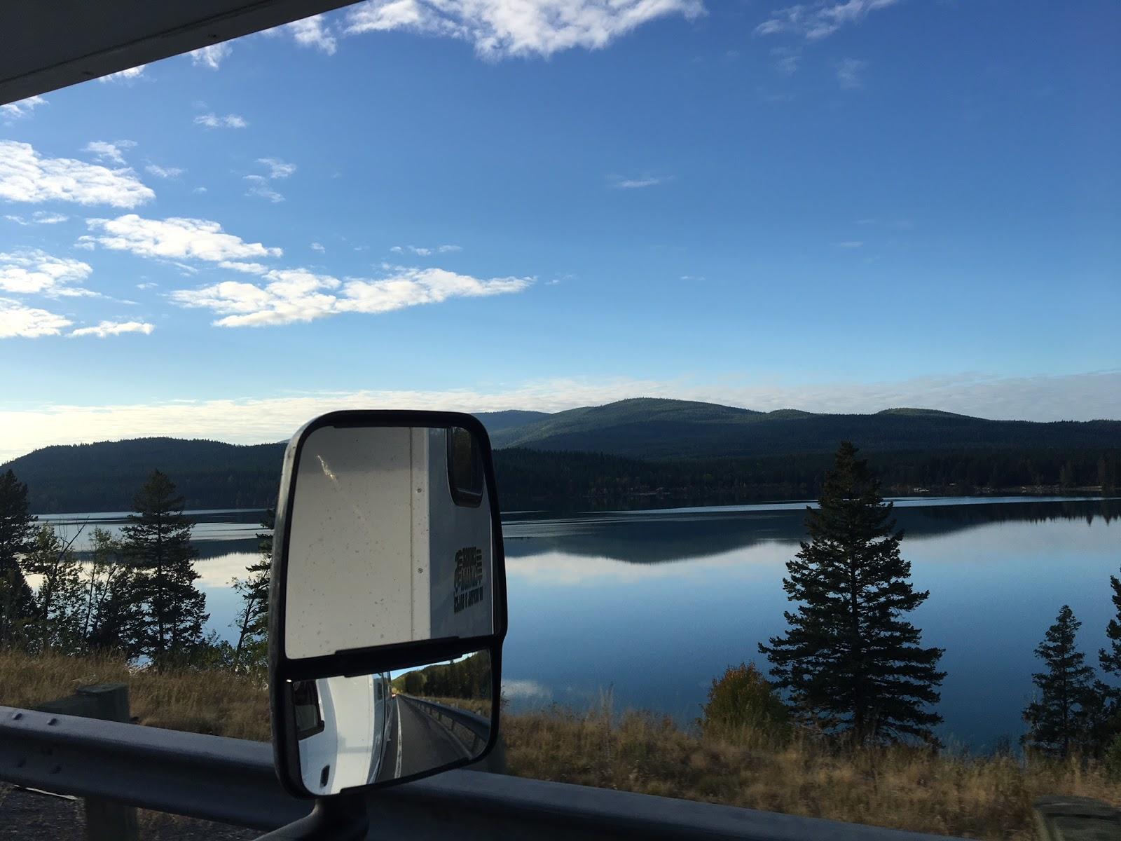 Lago entre as cidades de Eureka e Whitefish, em Montana, Estados Unidos