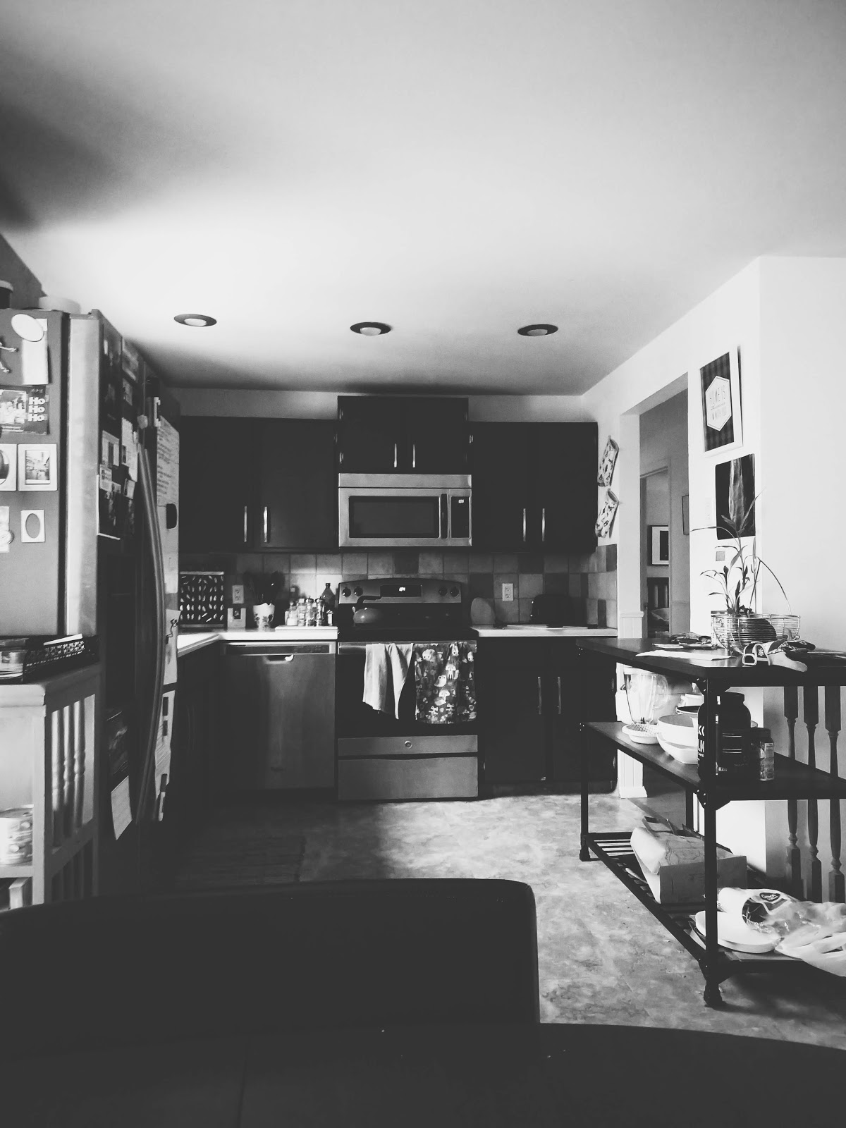 kitchen // life in black & white series // www.thejoyblog.net