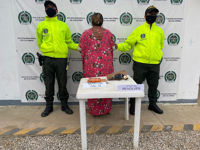 https://www.notasrosas.com/Capturada dama en Uribia por Tenencia y Porte Ilegal de Arma de Fuego