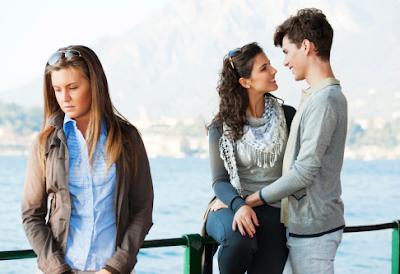 Tips dan Solusi Ketika Jatuh Cinta Pada Pacar Sahabat
