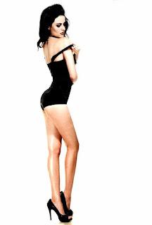 Mandana Karimi Legs Show In High Heels