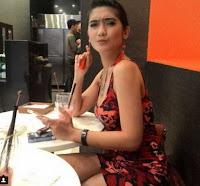 Foto Foto Terbaru Revi Mariska