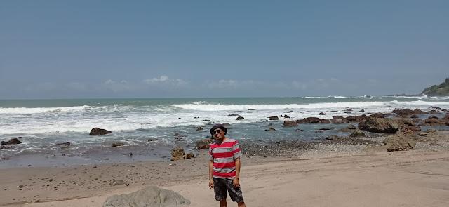 selfie dulu di pantai pecaron indah kebumen