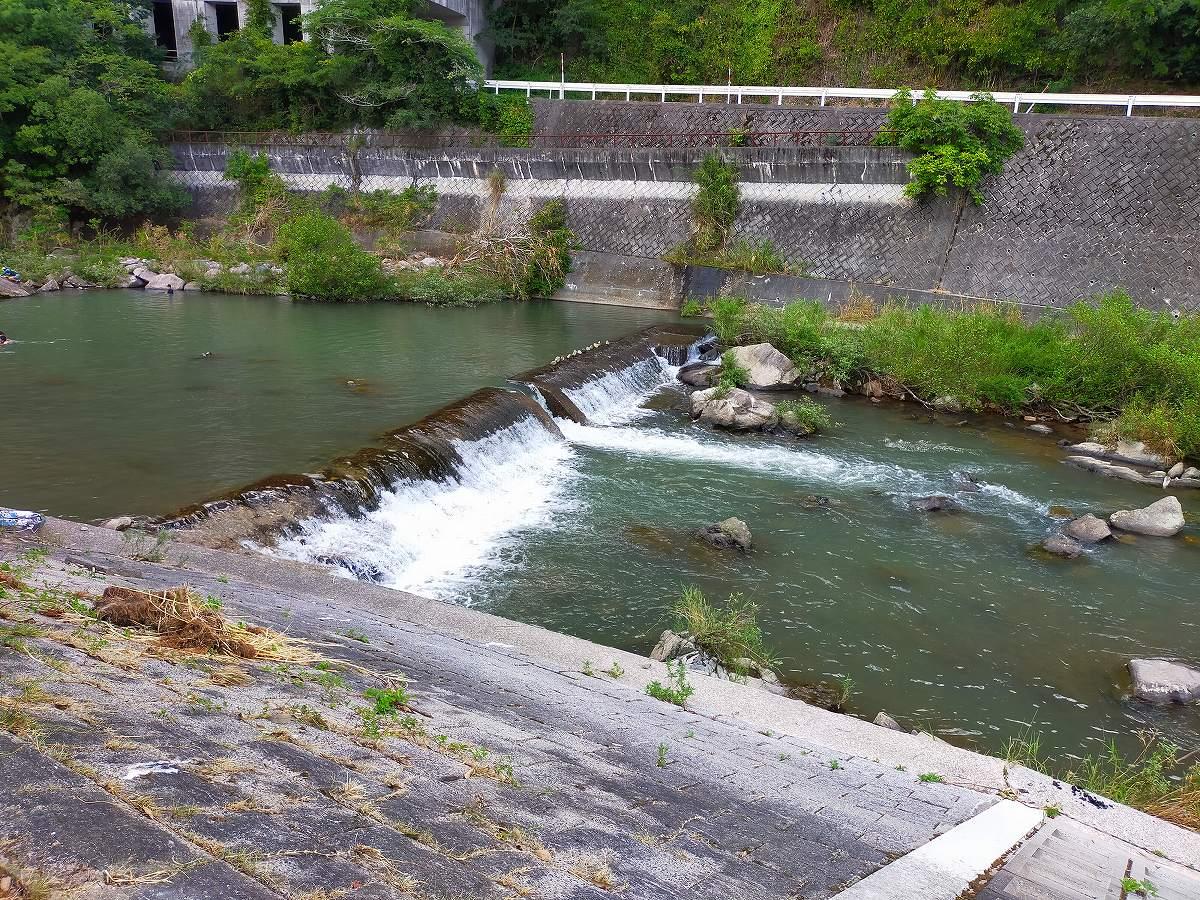 君田こども遊園地の川。ここがメインの遊び場です。