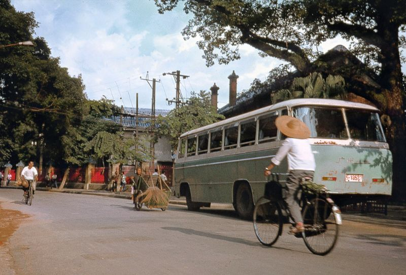 30 Fascinating Photos Document Everyday Life of Guangzhou, China in the Late 1970s