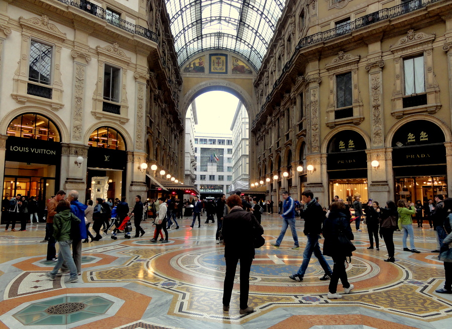 Luxury Shopping Mall Galleria Vittorio Emanuele Ii In Milan