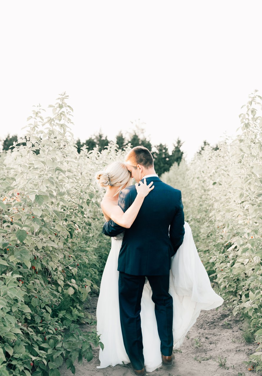 Picha Farms | Farmhouse Wedding | Sumner Wedding Photographer | Something Minted Photography