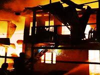 Dua Buah Rumah Milik Ibu dan Anaknya di Kelurahan Pabundukang Ludes Dilalap Api