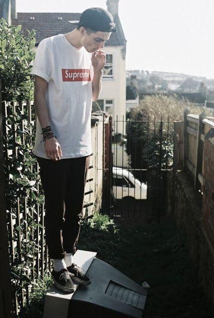 Look Masculino com Camiseta Logo Estampada