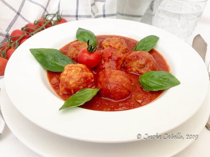 albóndigas-salsa-tomate-plato