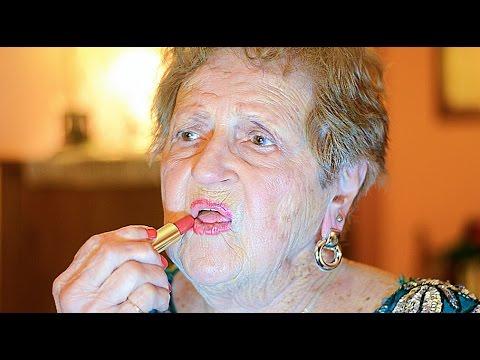 Nenek Lill kerap kali melakukan tutorial make-up