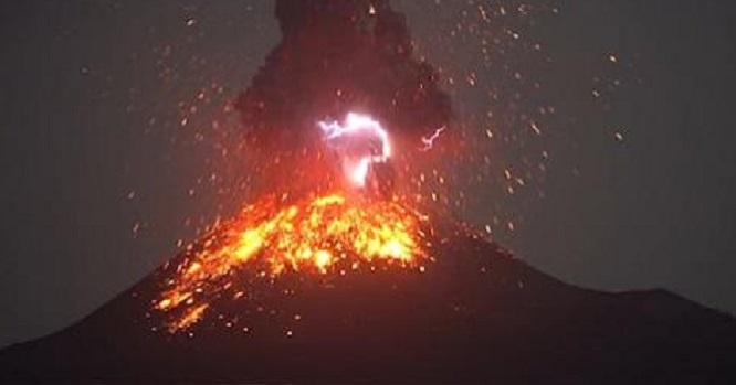Σπάνιο φαινόμενο-ηφαιστειακή αστραπή video