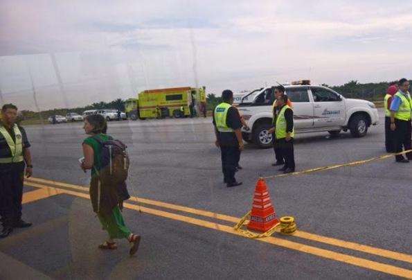 Ancaman Bom, Ratusan Penumpang Pesawat Air Asia Panik