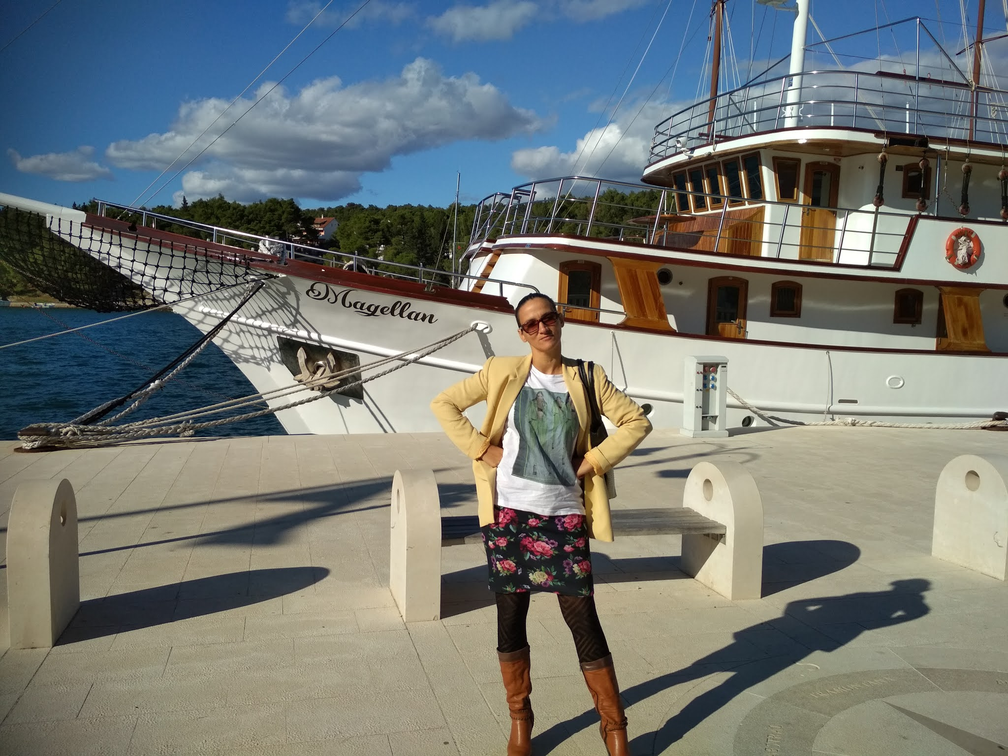 TWO AUTUMN OUTFIT IDEAS WITH  GRAPHIC T-SHIRTS
