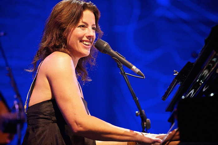 Terjemahan Lirik Lagu When She Loved Me ~ Sarah McLachlan