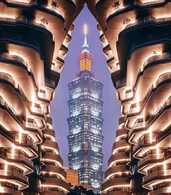 Tao Zhu Yin Yuan là tên của tòa chung cư khổng lồ này, nó nằm ngay quận Xinyi - một trong những khu vực giàu có nhất tại Đài Bắc. Ở đây có rất nhiều cao ốc, chung cư xa xỉ, nhà hàng cao cấp và trung tâm thương mại sang chảnh bậc nhất Đài Loan.