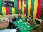 Sambut Hari Raya Idul Fitri 1442 H, Disbudpar Buat Anyaman ketupat