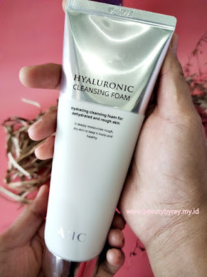 Review AHC Hyaluronic Cleansing Foam