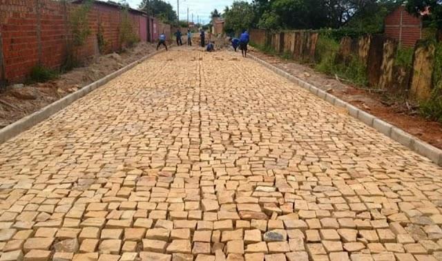 Continua os trabalhos de pavimentação de ruas no Bairro Cidade Nova