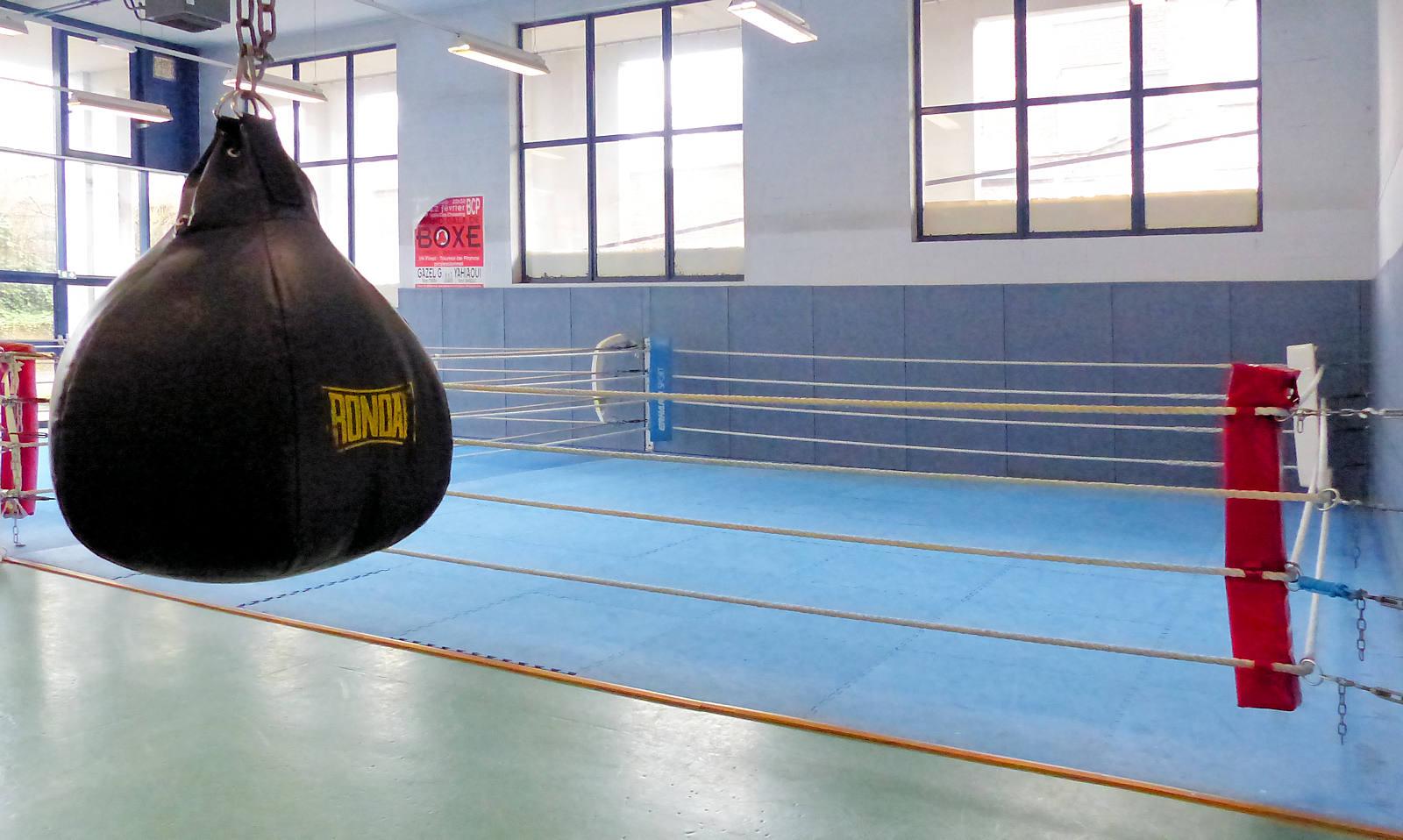 Le ring de la salle de Boxe