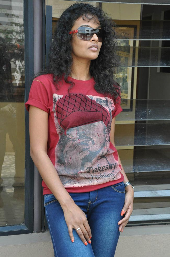 Sonia latest stills at mr manmadha success meet