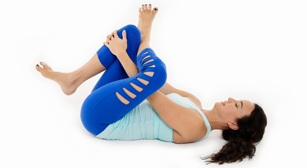 3 Động tác yoga giảm đau lưng cho dân công sở