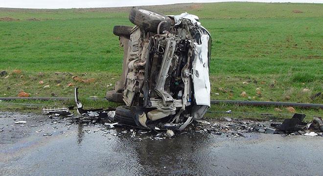 Çınar Karabudak yakınlarında öğrenci servisi ile hafif ticari araç çarpıştı: 11 yaralı