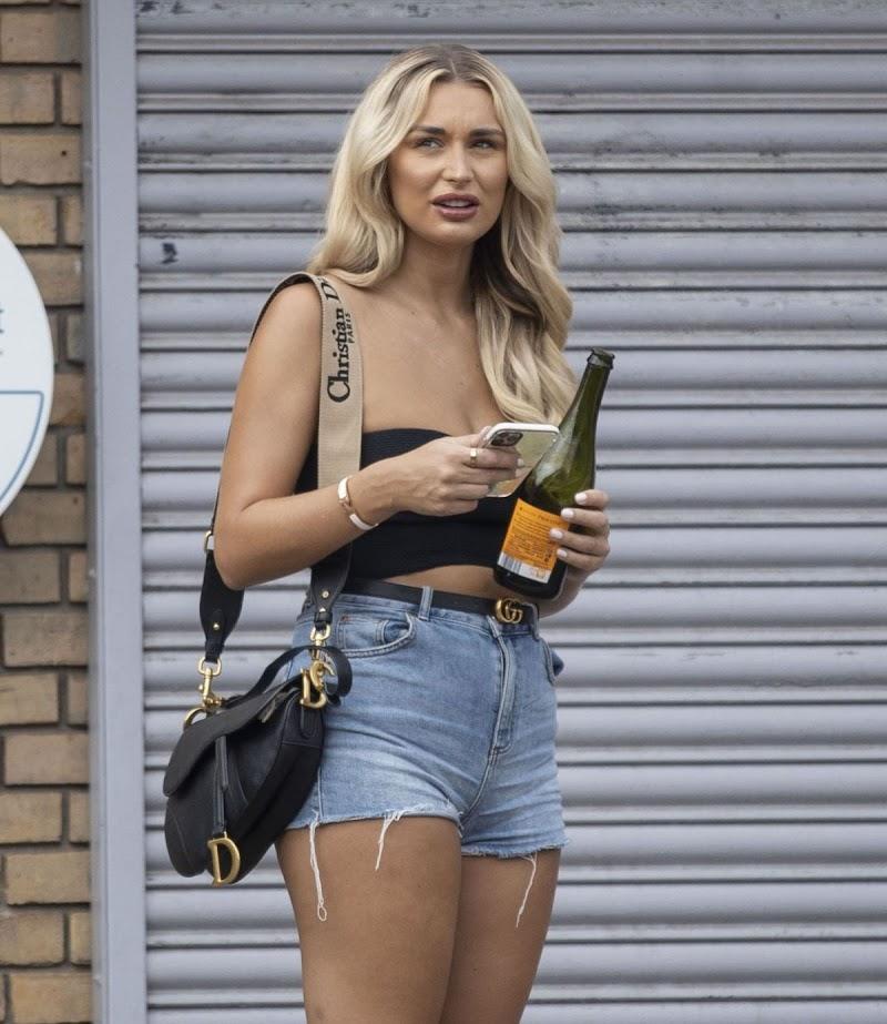 Rachel Fenton Clciked in Denim Shorts Out in London 1 Sep -2020